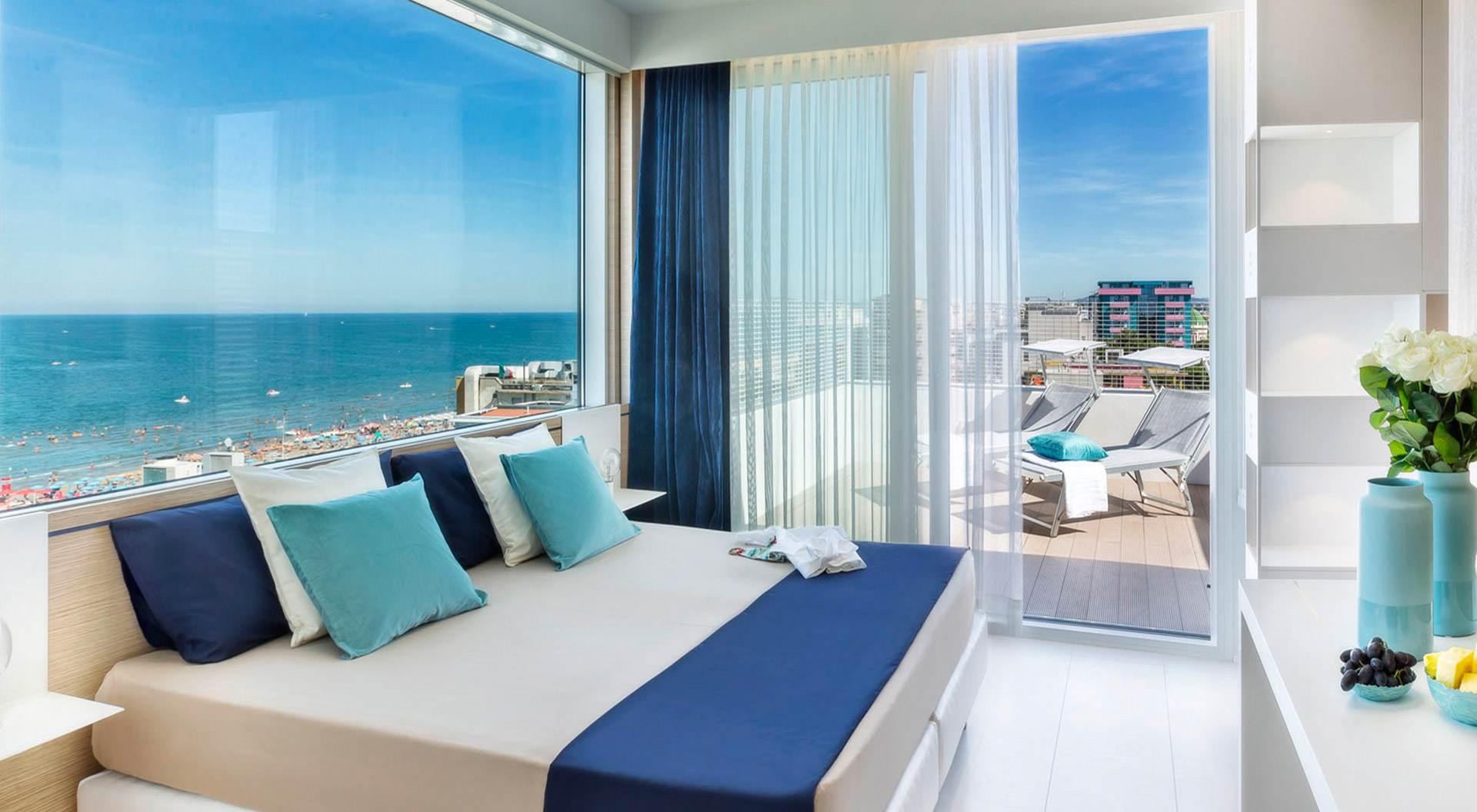 il tuo hotel<br><b>a due passi<br>al mare</b>